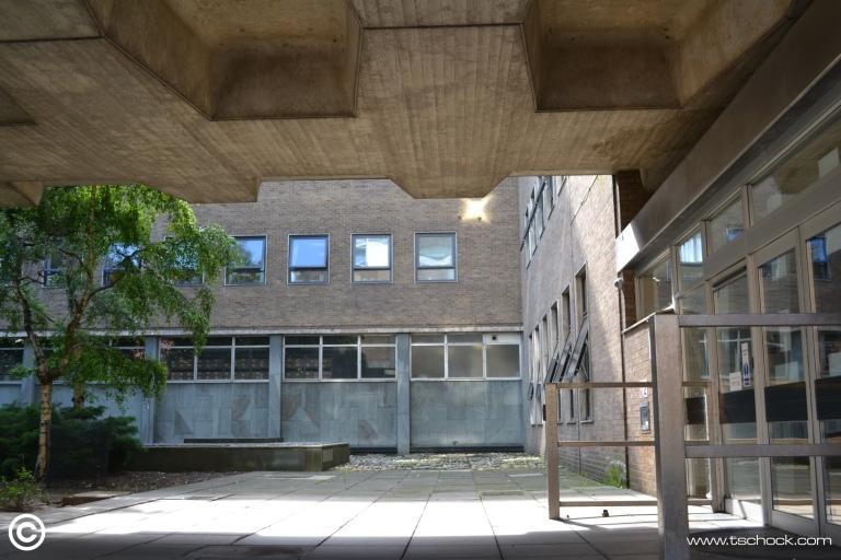 Glousestercourtyard.JPG